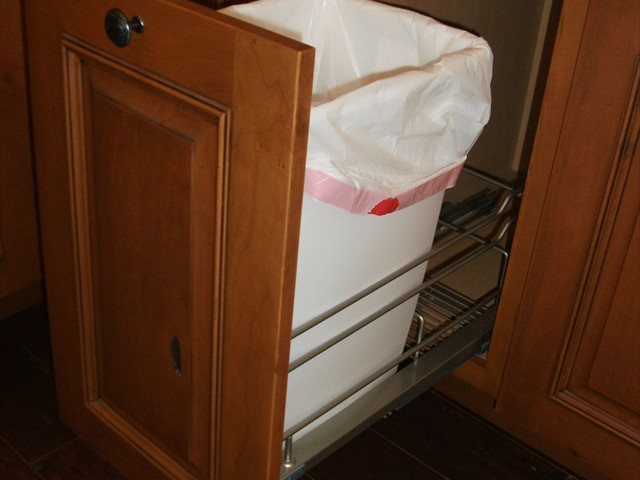 AD Cabinetry -  Kitchen - Pull Out Trash Can